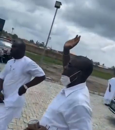 Dele Momodu fumes as KWAM 1 prostrates for Ooni but shakes hands with the Oluwo